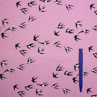 Bild Jersey stoff fliegende Schwalben auf rosa