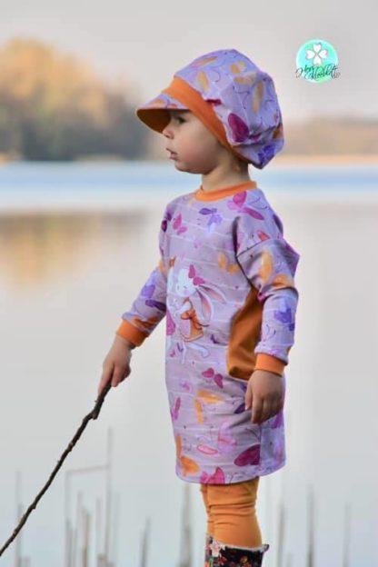 Bild kleines Mädchen im Kinderwohli Kleid
