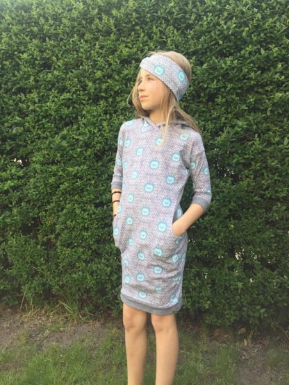 Bild Mädchen mit Stirnband und Mädchenkleid Wohli