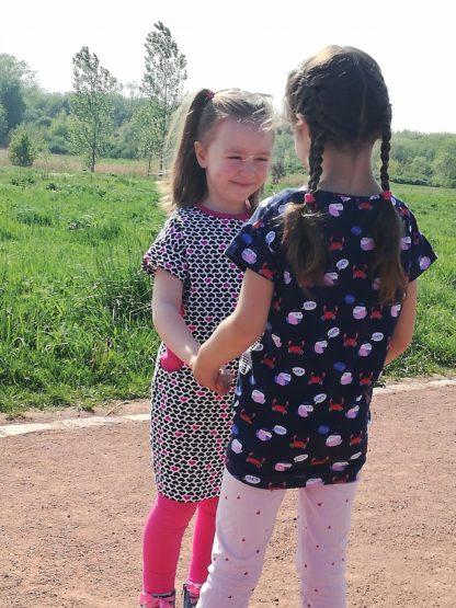 Bild Zwei kleine Mädchen im Kinderkleid Wohli