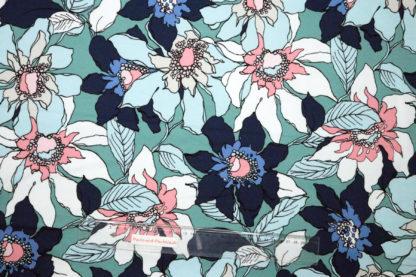 Bild French Terry große Blumen in weiß und blau auf türkis