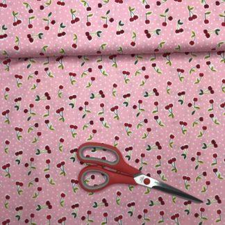 Saftige Kirschen auf rosa stoff mit weißen Punkten