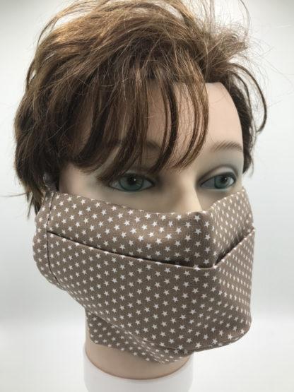 Bild Gesichtsmaske Baumwolle braun mit kleinen weißen Sternchen mit weißer Gummilitze