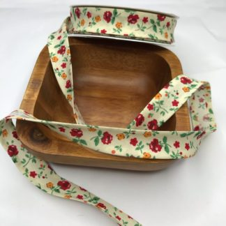 Bild Schrägband, Einfassband in zart gelb mit roten Blumen, Pfingstrosen, Streublümchen, 20mm, Baumwolle