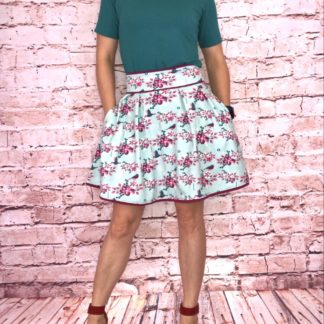 Bild Sommerrock mit einfarbigen T-Shirt, TANTE EMA BEAUTIFUL TANGO BIRDS, Blumen, Vögel, schöner Stoff, Muster, Tiere, Natur, Sommer, rosa, pink, hellblau, himmelblau, türkis, petrol
