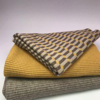Bild XXL Tuch aus Stickstoff in curry, sand und Jaquarde mit Muster