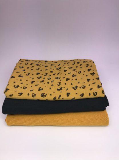 Bild XXL Tuch aus Stickstoff in curry, schwarz und Musselin in gelb mit schwarzen Kritzel
