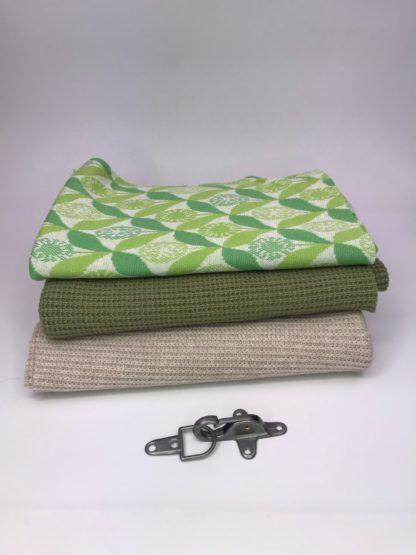 Bild Nähpaket XXL Tuch aus Strickstoff in grün und sand, beige, mit Jaquarde in grün, cremeweiß und apfelgrün, Metallverschluss silberfarben