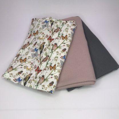 Bild XXL Tuch Musselin in mausgrau, rosa und ein farbigen Stoff mit Vögelchen und Schmetterlinge