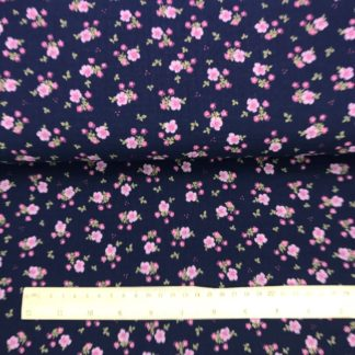Bild grauer Musselin Windelstoff dunkelblau mit rosa Streublumen, Tuchstoff, Baumwolle, Motiv, gemustert, zarte Blumen