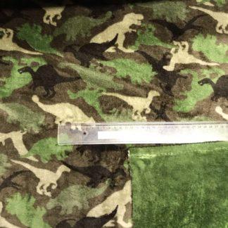 Bild kuscheliger Stoff, Microfleece, dabelfleece, eine Seite mit verschiedenen Dinos in tarnfarbe. Die andere Seite in grün