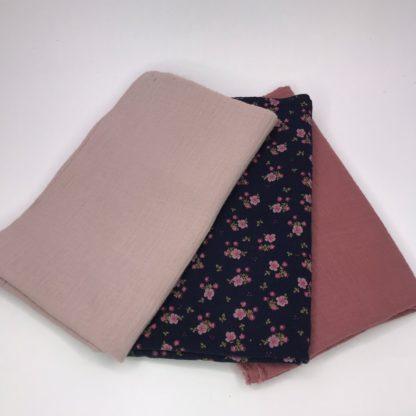 Bild XXL Tuch Musselin in lachs, dunkelblau mit Streublümchen und rosa