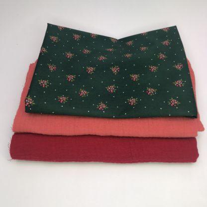 Bild XXL Tuch Musselin in rot, pfirsich und eine Webware/Baumwolle in tannengrün mit Blümchen
