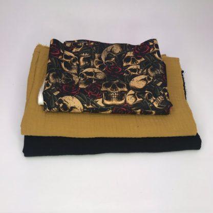 Bild XXL Tuch Musselin in schwarz, curry und Webware/Baumwolle mit Totenkopf, Totenköpfe in curry auf schwarz mit roten Rosen