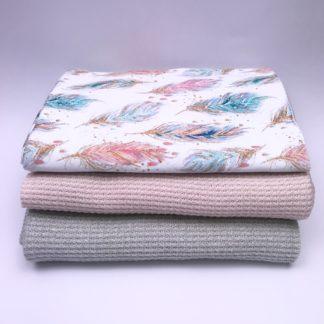 Bild XXL Tuch Strickstoff in grau, zart rosa und Sweat in weiß mit farbigen Federn