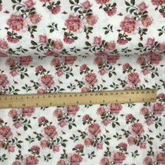 Bild Musselinstoff cremfarbig, hellweiß, zarte Rosenblüten, rosa pink florales Blütenmuster, Blütenblätter grün,